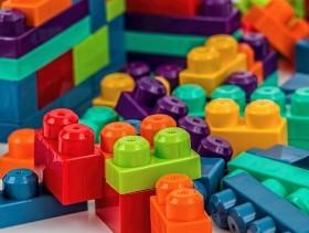 imagem extraída do google sem restrição de uso e compartilhamento - peças coloridas de montar
