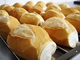 imagem de vários pães sobre uma assadeira - foto arquivo PMC