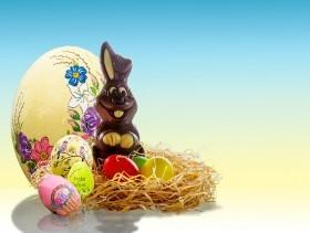 imagem de um coelho de chocolate com ovos  extraída do google sem restrição de uso e compartilhamento